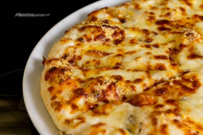 restaurant bon appetit campina pizza quatro formagi 3
