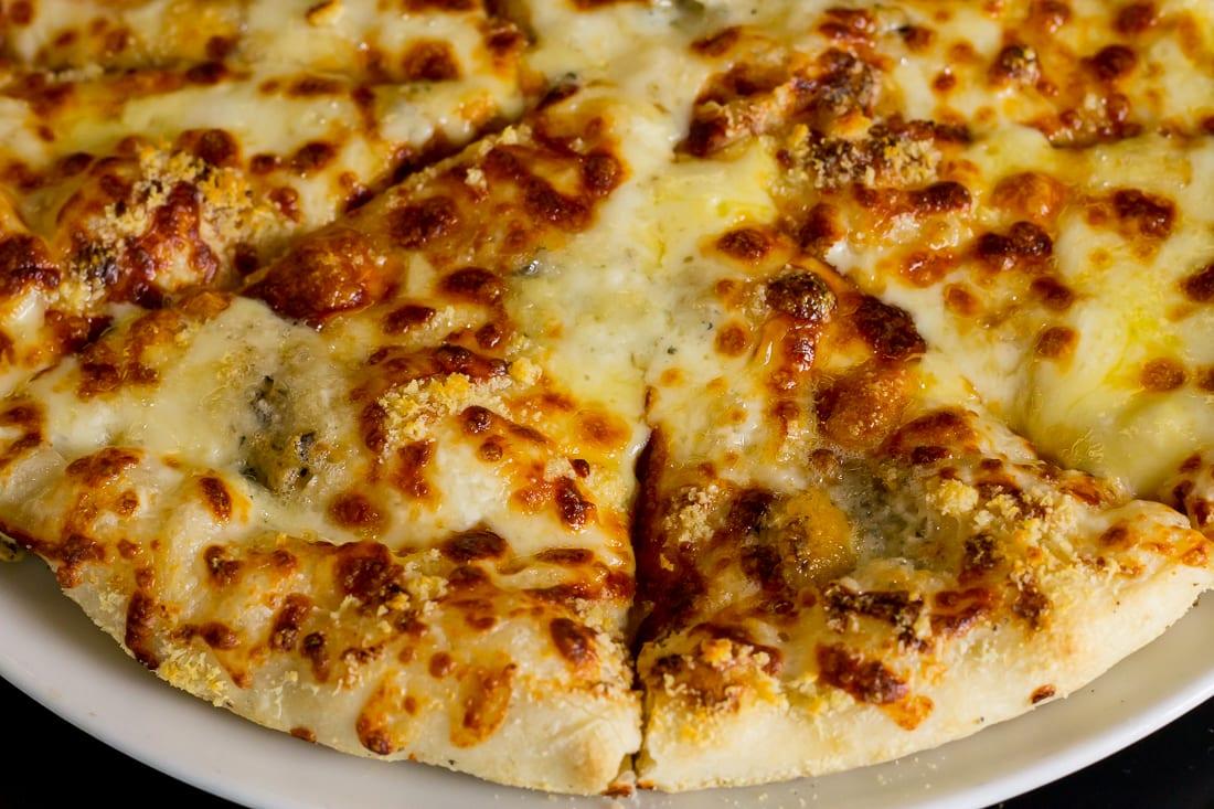 restaurant bon appetit campina pizza quatro formagi 4